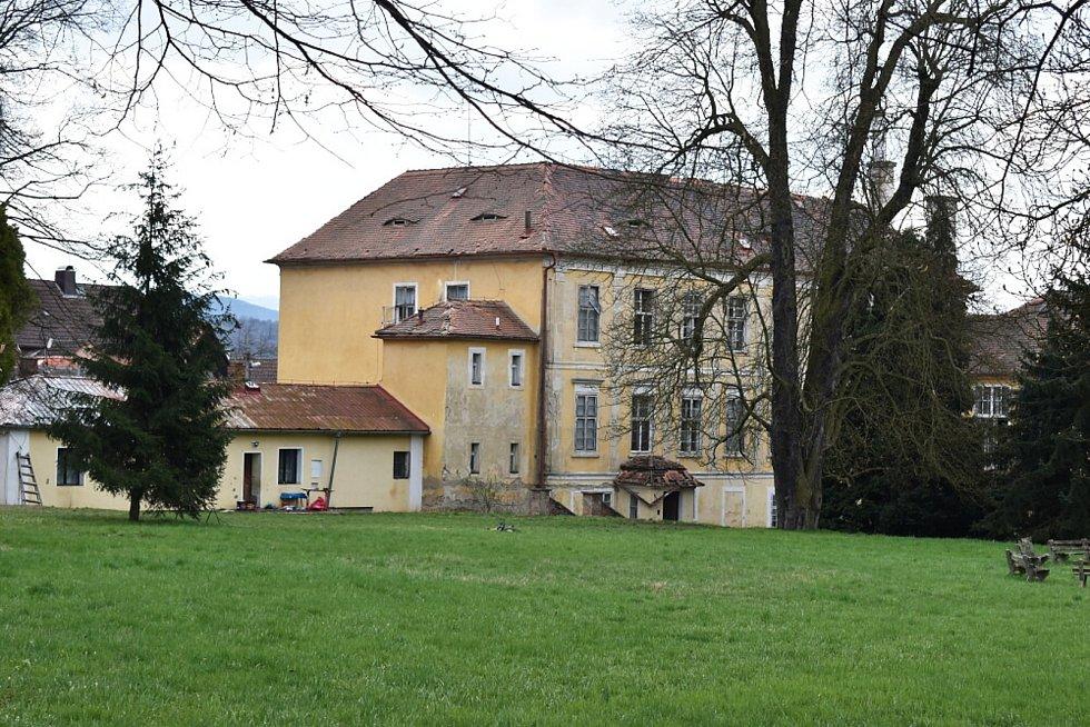 Zámek Křemýž se nachází v Křemýži, což je součást Ohníčska.