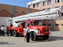 Dobrovolní hasiči z Hrobčic získali požární výškovou techniku PP 27-2 /SD na podvozku Tatry T -148