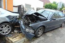 Opilý řidič nezvládl řízení v Bystřické ulici v Novosedlicích a naboural do zaparkovaného auta.