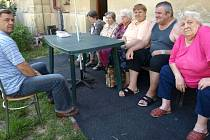 Starosta Petr Pípal poseděl se seniory v Domě s pečovatelskou službou v Pozorce