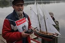 Závody modelů plachetnic na Barboře.