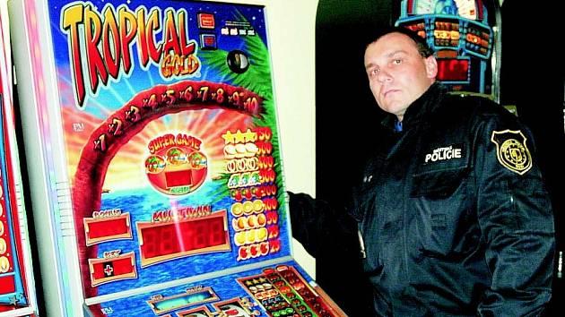 Strážník u automatu
