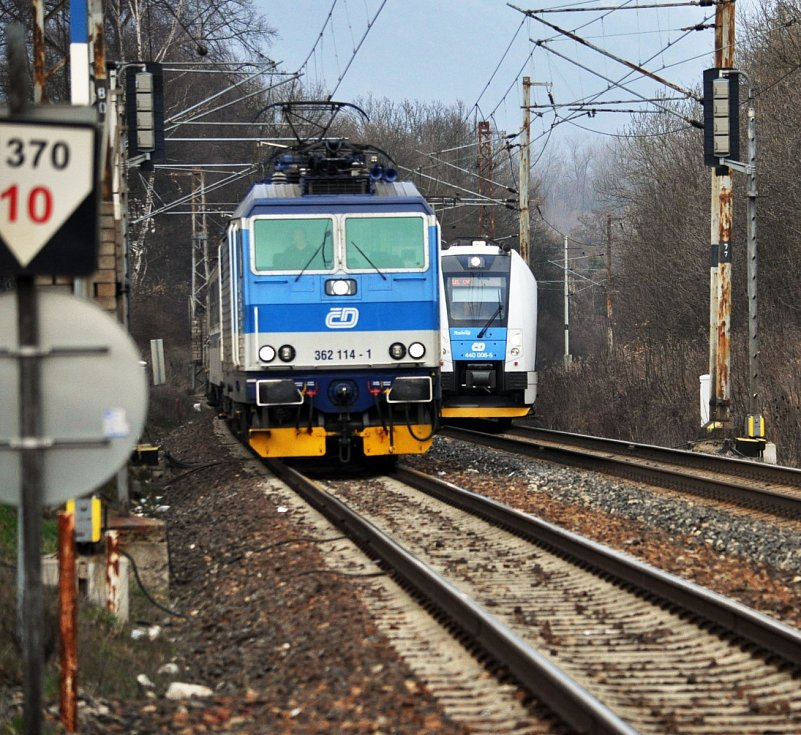 Fotografie z místa, vlaky u Proboštova stály.
