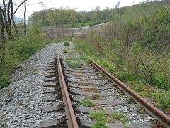 KONEC, ALE NE DEFINITIVNÍ. Železničáři chtějí opravit část tratě, kterou vzal sesuv, do konce roku 2019.