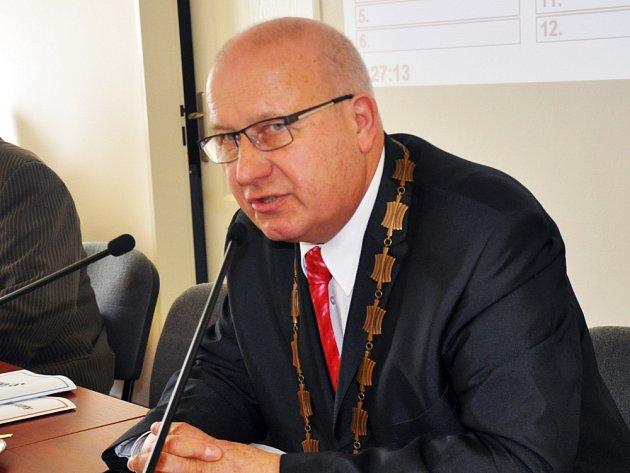 Starostou Bíliny se stal stávající hejtman Ústeckého kraje Oldřich Bubeníček (KSČM).