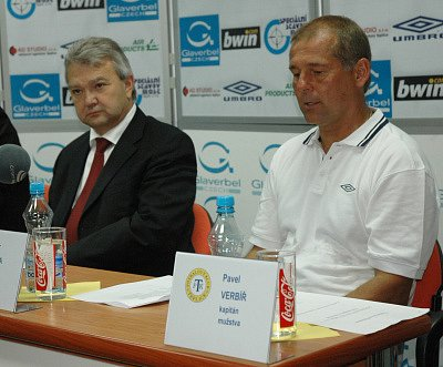 Štěpán Popovič a trenér Petr Rada na tiskové konferenci FK Teplice