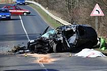 Mladý řidič nepřežil střet s nákladním vozem na silnici u   Kamenného pahorku.