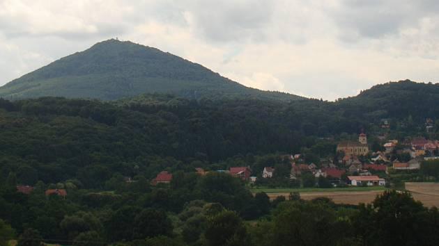 Milešovka z pohledu od Bořislavi.