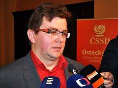 Předseda krajského výboru ČSSD za Ústecký kraj Miroslav Andrt odpovídá na otázky novinářů na krajské konferenci v Teplicích.