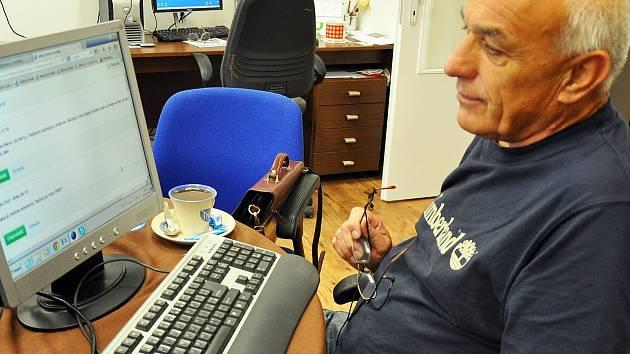 Michal Mencl odpovídá na otázky čtenářů na webu teplického deníku.