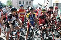 Závod do vrchu Krupka - Komáří vížka, cyklisti a běžci