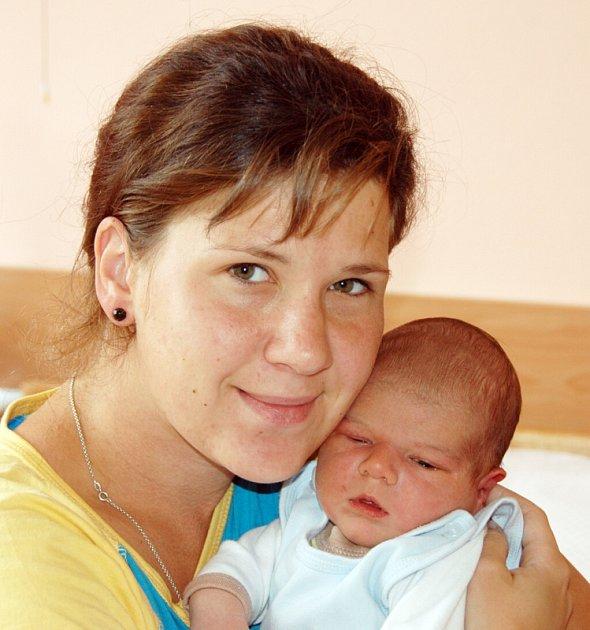 Mamince Zuzaně Oravcové z Krupky se 12. června v 18.09 hodin v ústecké porodnici narodil syn Michal Oravec. Měřil 54 cm a vážil 4,15 kg.