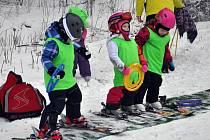 I přes problémy se o víkendu na Bouřňáku lyžovalo.