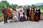 Skrze dobové kostýmy se podívali do historie