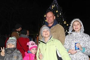 Rozsvícení vánočního stromu ve Rtyni nad Bílinou