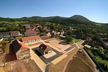 Obec Kostomlaty zdobí revitalizované náměstí
