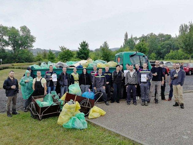 Dobrovolníci uklidili rekreační zónu Márinka u Světce.