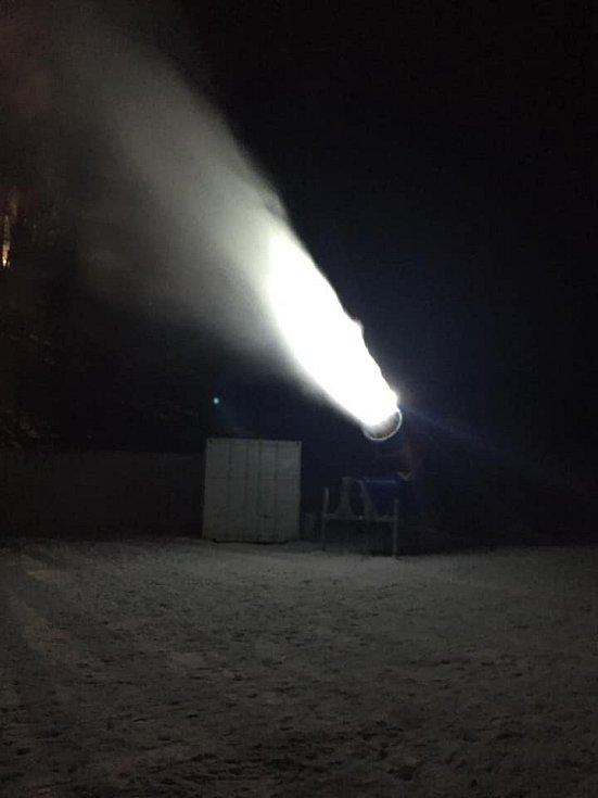 Bouřňák pustil sněžná děla.