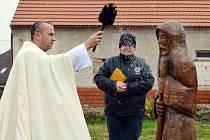 Sochám u kaple v Jeníkově požehnal otec Dunda