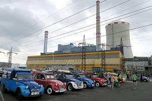 Spanilá jízda 75 vozů tovární značky Citroën z let 1940 až 2019 měla cíl na parkovišti před Elektrárnou Ledvice. Poté zamířili její účastníci na prohlídku tamního Informačního centra klasické energetiky Skupiny ČEZ.
