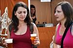 Stánky malých pivovarů zaplnily Zámecké náměstí