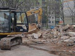 Po bývalém hotelu Imperátor v teplické části Trnovany už zůstaly jen hromady cihel.