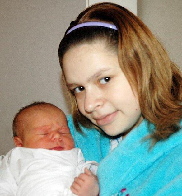 Dominice Touškové se v teplické porodnici narodila 20. 12. dcera Natálie. Měřila 50 cm a vážila 3,5 kg.