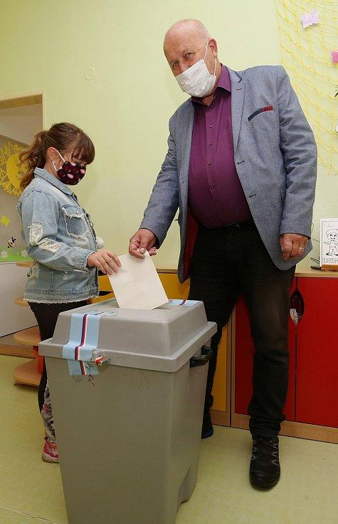 Oldřich Bubeníček u voleb.