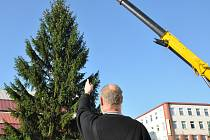První vánoční strom do Teplic přivezli v pátek dopoledne