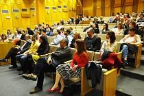 Konference centra pro diagnostiku a léčbu demyelinizačních onemocnění se konala v přednáškovém sále Polikliniky Nemocnice Teplice