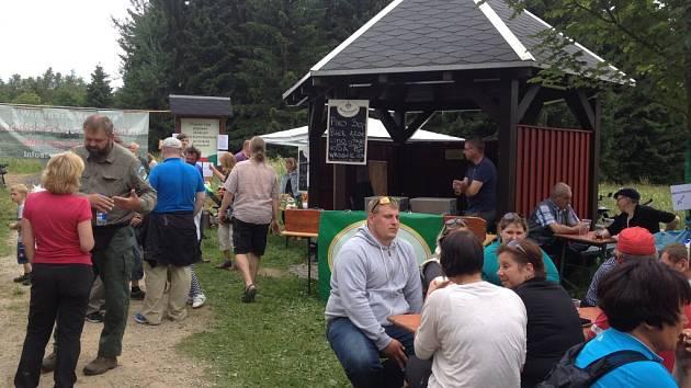 Přátelé zeleného údolí Muldy a Gegenwind z Holzhau se v sobotu sešli na happeningu Pivní tokání na Žebráckém rohu.