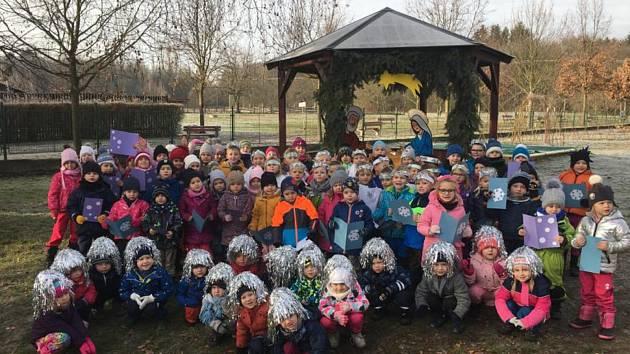 Mateřská školka v Proboštově se přidala k akci Česko zpívá koledy s Deníkem.