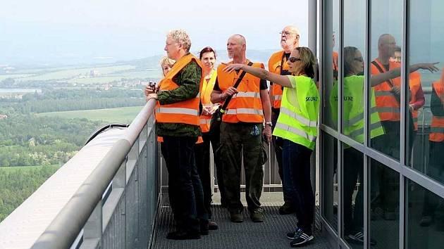 Geokačeři na rozhledně v Elektrárně Ledvice.