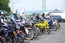 Motocyklisty ohrožuje riskantní jízda více než koronavirus