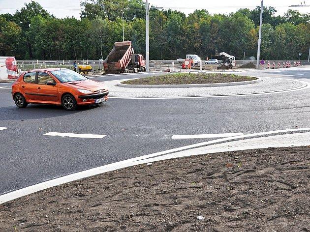 Zprovoznění kruhového objezdu  v ulicích Lounská - Bílinská - Americká.