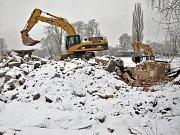 Demolice bývalých kasáren v Bílině se chýlí ke konci