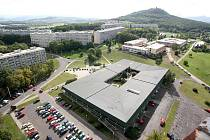 Pohled na Teplice z ptačí perspektivy, nejvyššího objetu ve městě tzv. Božího prstu.