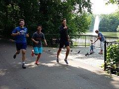 Běh Zámeckou zahradou, Run and Help