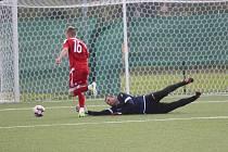 Debakl! Krupka dostala v Srbicích 11 branek, domácí tým (v pruhovaném) na hřišti dominoval.