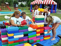 Den dětí a recyklační hrátky na koupališti v Duchcově.