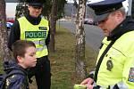 Preventivní akce Policie ČR a BESIPu na teplických přechodech pro chodce, které jsou v blízkosti škol. Projekt se jmenuje: Zebra se za tebe nerozhlédne. (Zdroj foto: PČR)