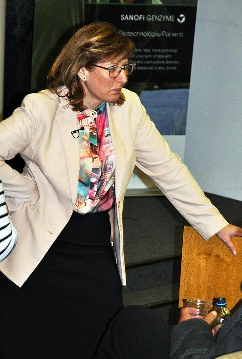 Konference centra pro diagnostiku a léčbu demyelinizačních onemocnění se konala v přednáškovém sále Polikliniky Nemocnice Teplice. Na snímku  MUDr. Marta Vachová.