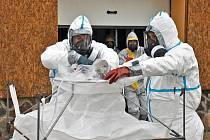 Jak by to vypadalo, kdyby region zasáhla ptačí chřipka, si v úterý vyzkoušeli hasiči ve Fojtovicích.