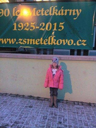 Budoucí prvňačka Anna při cestě na zápis do ZŠ Metelkovo náměstí vTeplicích.