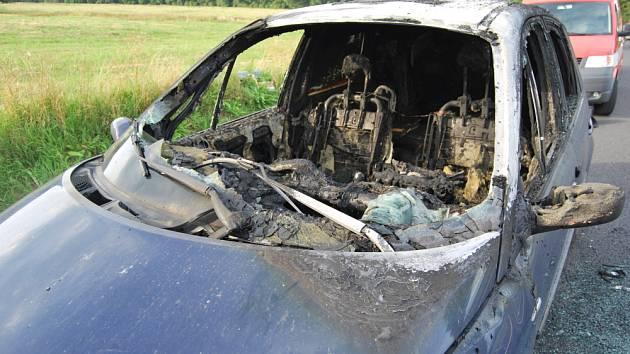Požár osobního auta u Proboštova