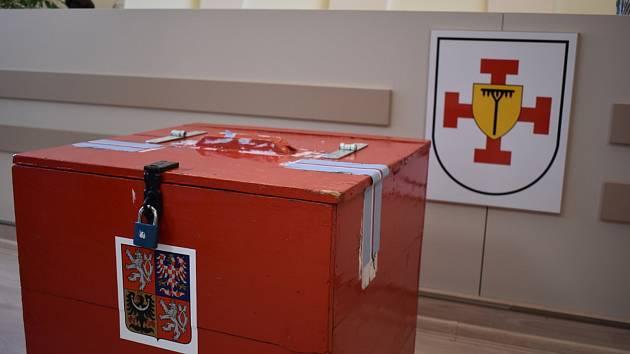 Volby na Teplicku, volební místnosti v Bystřanech. Ilustrační foto.