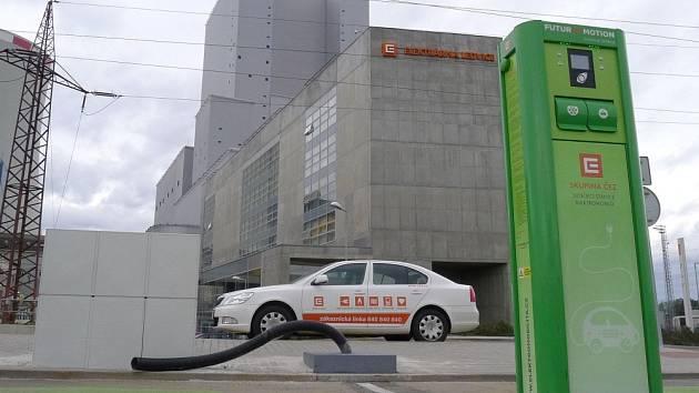 Dobíjecí stanice pro elektromobily u elektrárny v Ledvicích