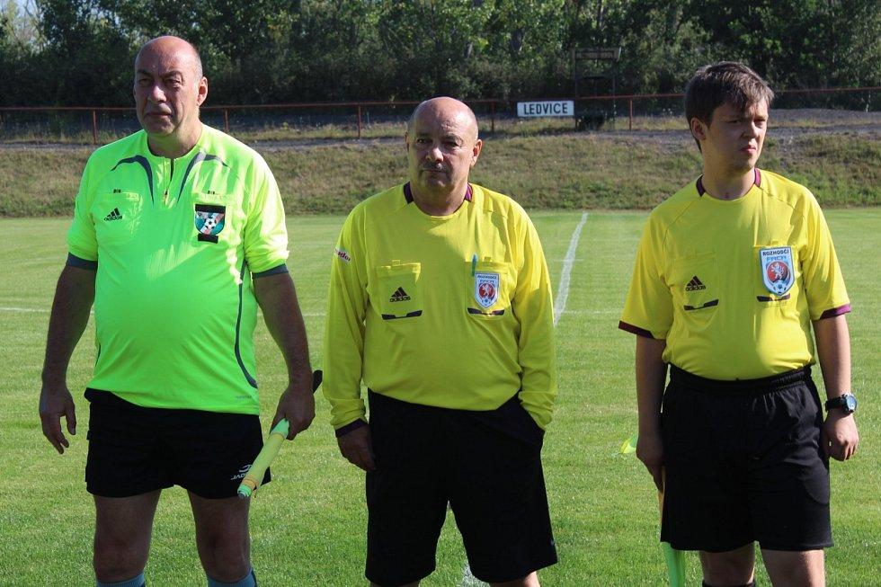 Fotbalový turnaj v Ledvicích. Rozhodčí.