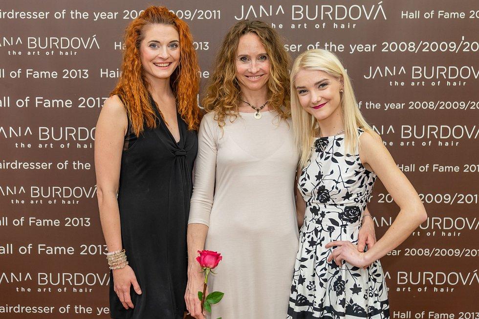 Nové účesy vznikaly pod rukama těchto tří profesionálek – zleva Lea Jonášová, Jana Burdová a Adélka Trnová.
