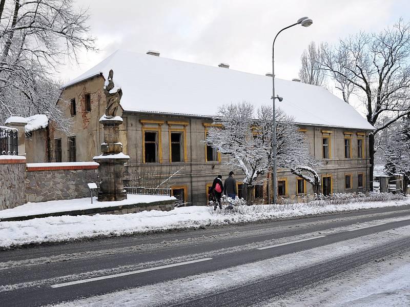 Sníh udělal radost hlavně dětem. Méně už chodcům, řidičům a silničářům